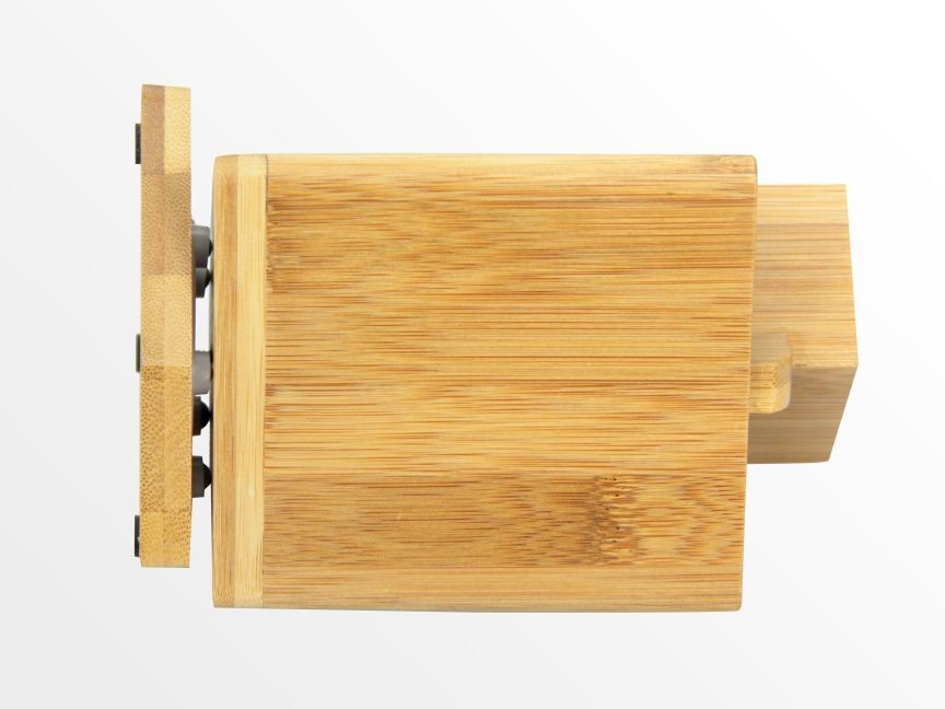 Bamboo revolving pen holder